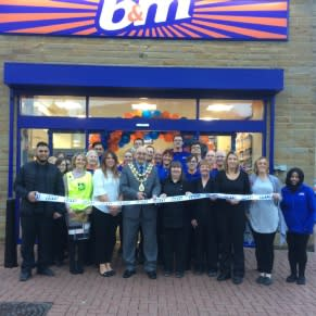 Mayor Granville Morris cuts the ribbon at the B&M Bacup store opening. He is joined by representatives from Rossendale Hospice who received £250 worth of B&M vouchers.