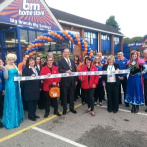 The Store has been opened by our local hero's Robert & Maggie Underwood  who have gratefully received £250 of B&M Vouchers. Alsa and Anna from Frozen are also spending the day in the store.