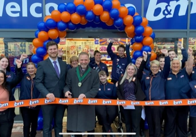 146-hednesford-store-relocation-ribbon.jpg