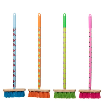 http://www.bmstores.co.uk/images/hpcProductImage/imgDetail/276587-Kids-Printed-Long-Handle-brush-main1.jpg