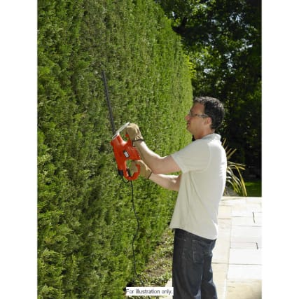 277290-Black-and-Decker-Hedge-Trimmer-2