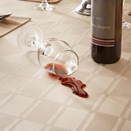 304591-Spill-and-Stain-Resistant-Tablecloth-2