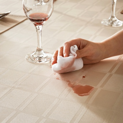 304591-Spill-and-Stain-Resistant-Tablecloth-3