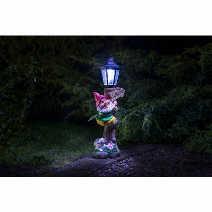 307140-gnome-with-solar-lamp-post-2