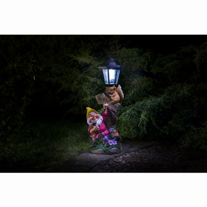 307140-gnome-with-solar-lamp-post-6