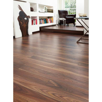 Wykeham Walnut Effect Laminate Flooring 2.47sqm Pack