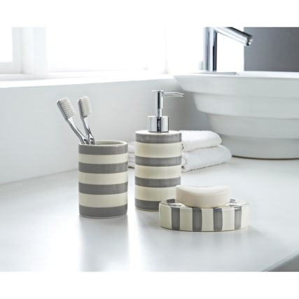 317092-3pc-striped-bathroom-set-grey