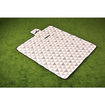 318644-folded-picnic-blanket-fleece-geo-2