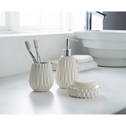 323128-Jagged-Edge-3Pc-Bathroom-set-White