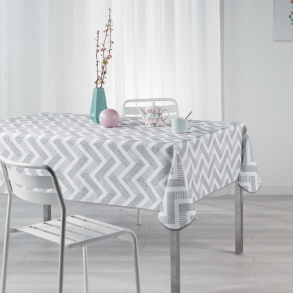 337672-337673-printed-tablecloths-grey-chevron
