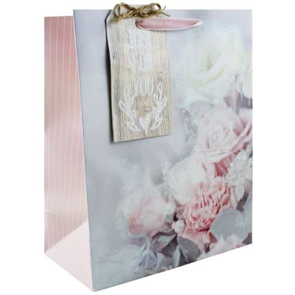 344900-occasions-gift-bag-roses-2