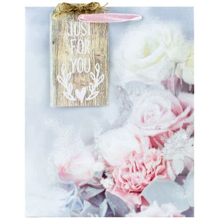 344900-occasions-gift-bag-roses