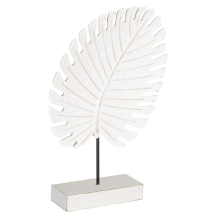 345492-leaft-on-wooden-block-statue-white