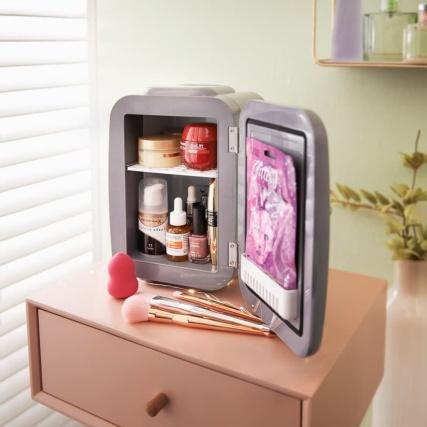 347801-blaupunkt-makeup-fridge-2.jpg