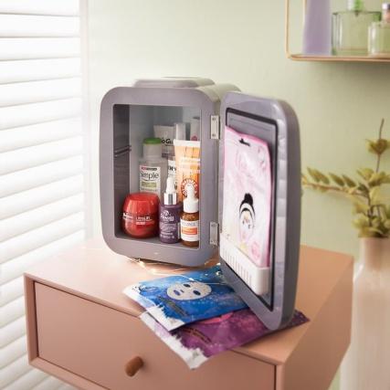 347801-blaupunkt-makeup-fridge.jpg