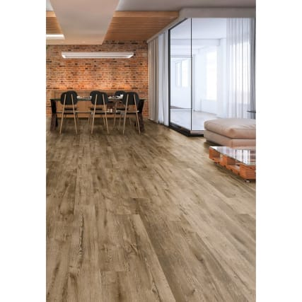 351012-carrick-oak-effect-laminate--flooring