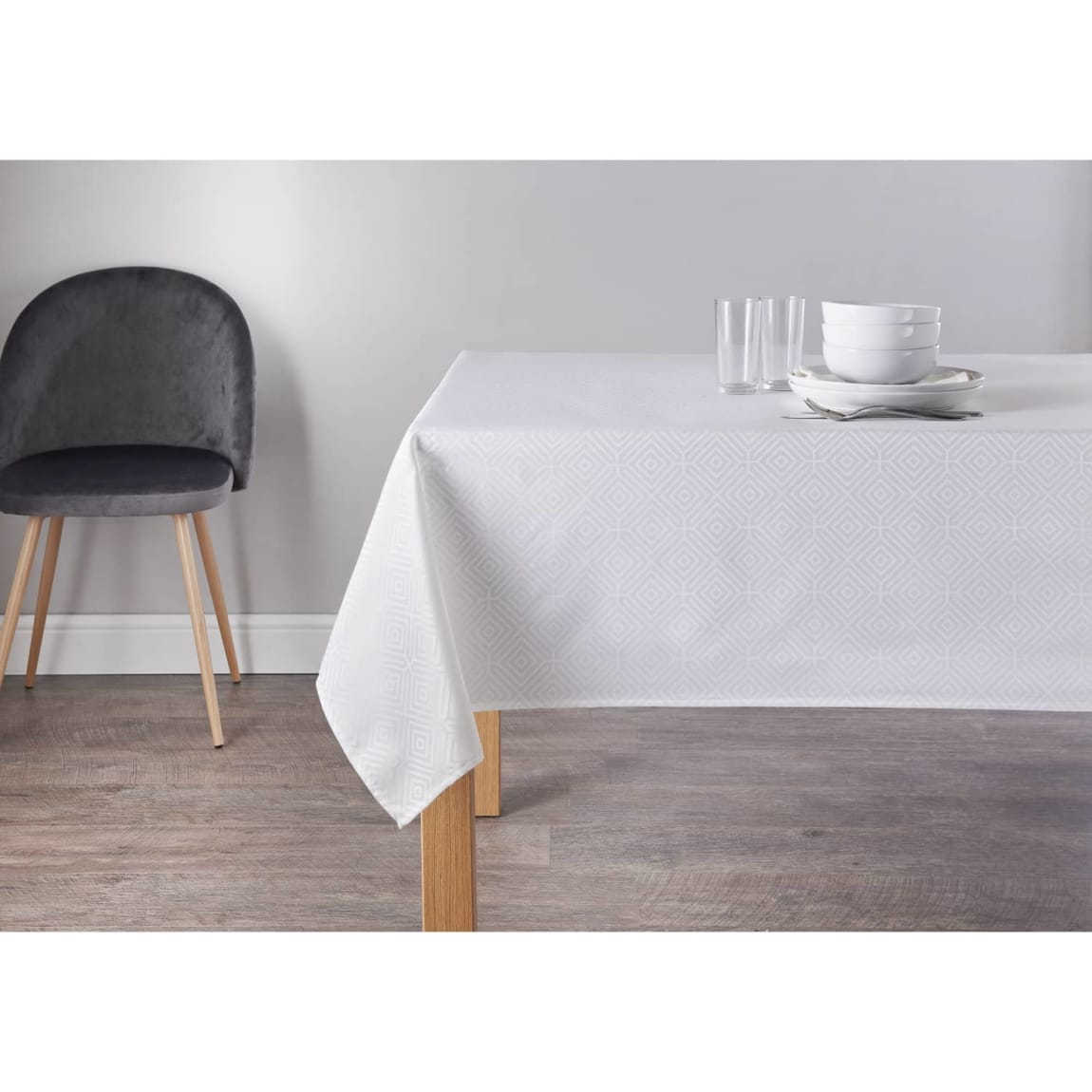 Geo Jacquard Tablecloth 132 x 230cm - White