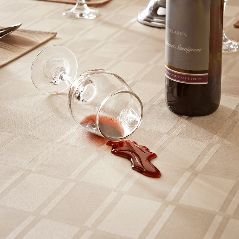 Gentil 304591 Spill And Stain Resistant Tablecloth 2
