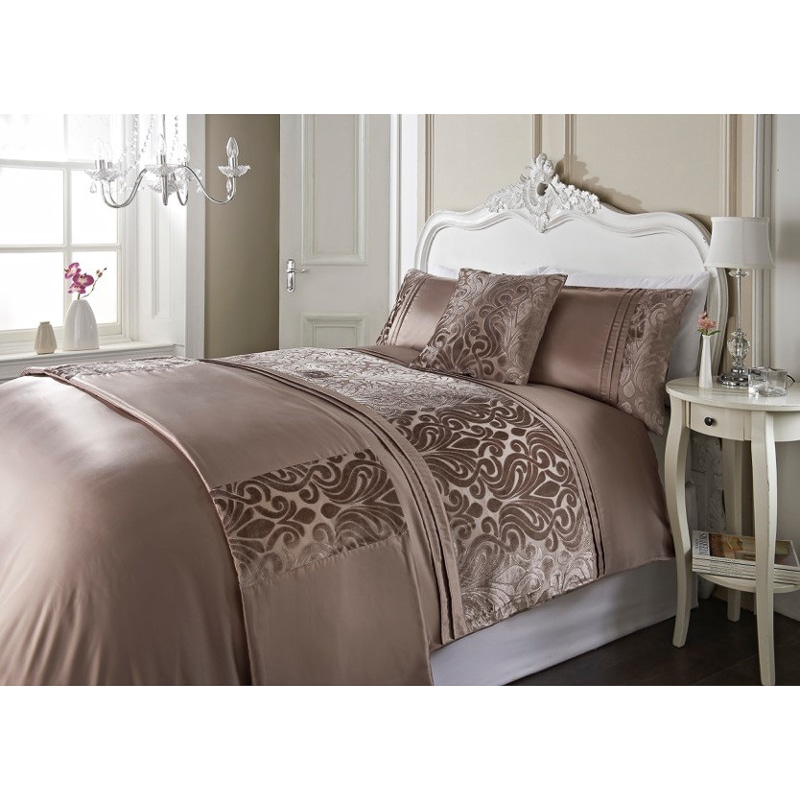 dallas damask velvet bed in a bag king size bedding b m. Black Bedroom Furniture Sets. Home Design Ideas