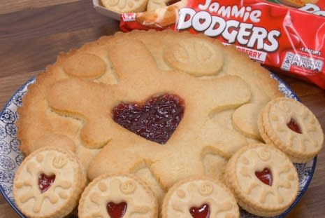 Recipe: Giant Jammie Dodger